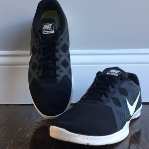Black and white nike sneakers!!